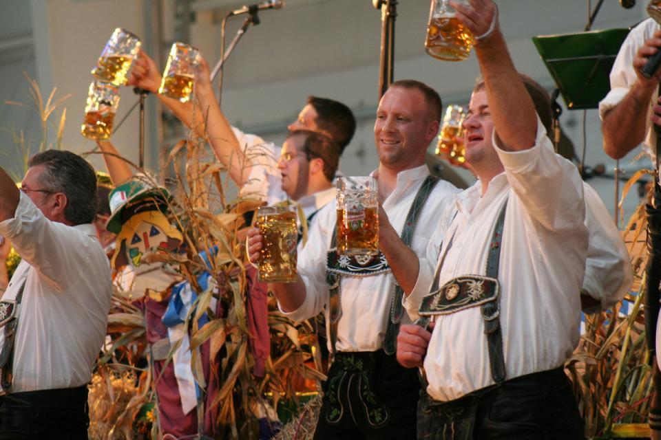 Немецкая кухня — королева колбасок и пива