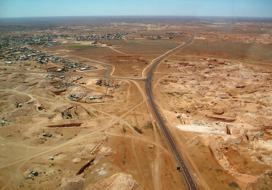 Почему жители  австралийского Кубер-Педи предпочитают жить под землёй
