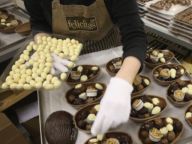 Производство шоколадных пасхальных кроликов в Германии